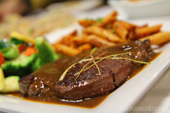 kokos-cafe-steak-close.jpg