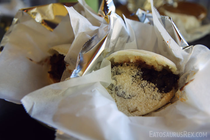 mil-jugos-arepas-close.jpg